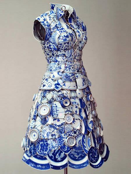 Платье из керамичекой посуды