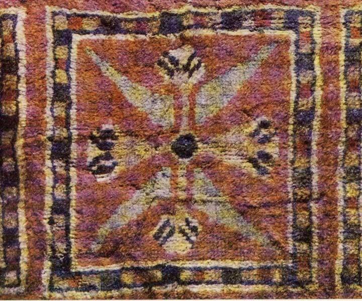 Древнейшие  сохранившиеся  до  наших  дней  изделия  из  войлока  —  ковры  и  чепраки  из  Пазырыкских  курганов  Горного  Алтая